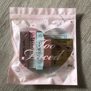 Too Faced Cosmetics gift pack💋
